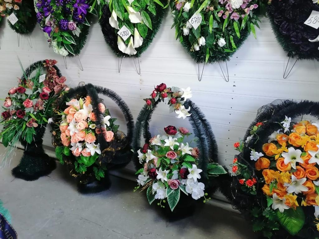 Венки, корзины, композиции на гроб